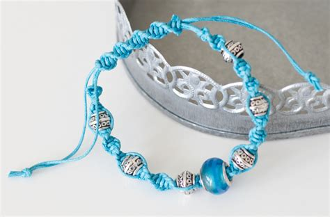 How To Do Macrame Bracelet - how to make a macrame bracelet sewandso