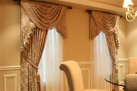 Custom Curtain And Drapes Decorate The House With