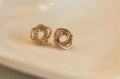 simple gold earrings