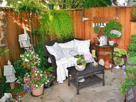 decorar con plantas un patio como decorar un patio peque 241 o interior rustico con