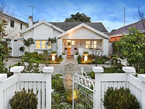 californian bungalow fences weatherboard californian bungalow house exterior with
