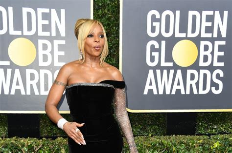 Jewelry At The Golden Globe Awards by Golden Globes 2018 Wear More Than 20 Million