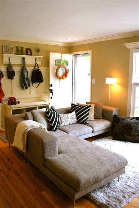 Decorating A Small Living Room Area Small Living Room Entry To Create An Entrance Area