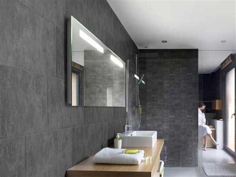 Impressionnant Lames Pvc Salle De Bain #1: lambris-pvc-effet-ciment-gris-dans-salle-de-bain.jpg