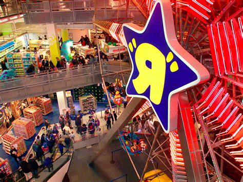 toys r us si鑒e social toys r us is closing its flagship store business insider