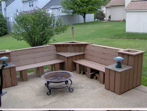 build outdoor bench seating like the corner table shelf between benches and flower box