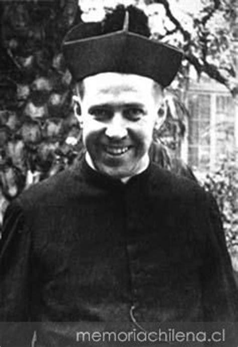 Padre Alberto Hurtado en el noviciado de Chillán, hacia