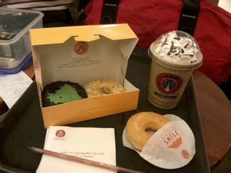 J Co Donuts And Coffee j co donuts coffee quezon city restaurant reviews photos tripadvisor