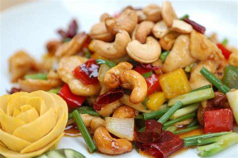 Oh Ma Grain Keripik Beras Ayam Bawang 7 kuliner pedas thailand menantang selera lifestyle liputan6