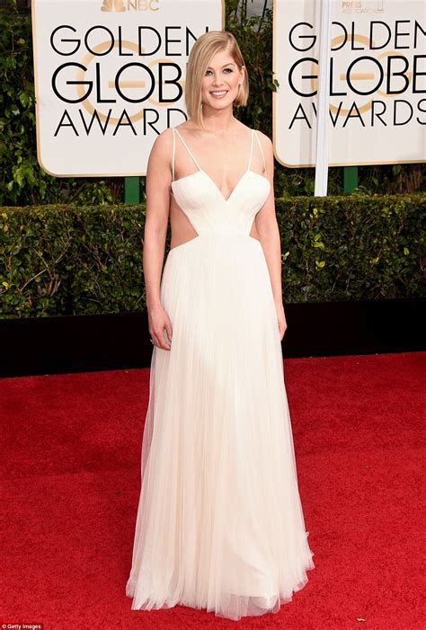 Golden Globes For by Golden Globes 2015 S Carpet Invaded By Brits Rosamund