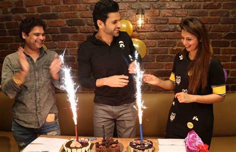 vivek dahiya birthday video vivek dahiya celebrates his birthday with close friends