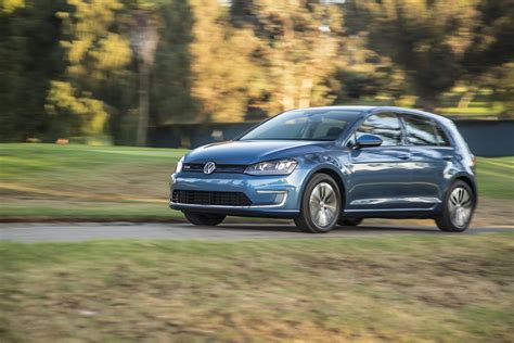 2015 volkswagen e golf front three quarter in motion photo 37