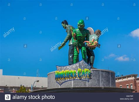 universal themes of frankenstein statues of frankenstein wolfman and the creature rotate