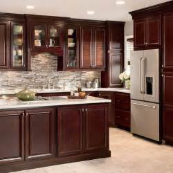 cherry color kitchen cabinets best 25 cherry kitchen cabinets ideas on pinterest