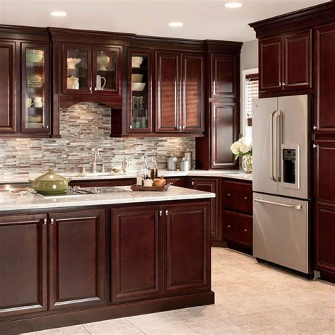 kitchen ideas with cherry cabinets 25 best ideas about cherry kitchen cabinets on