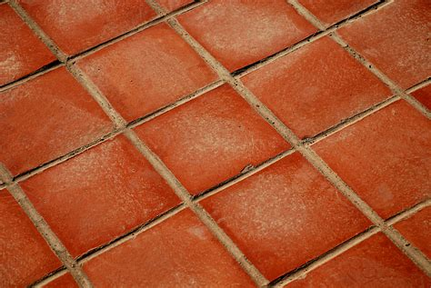lade in terracotta how to lay quarry and terracotta tiles diy reader s digest