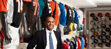 Iii Mba Evp Chief Of Retail Marketing Business by Tuck School Of Business Robert Gulliver
