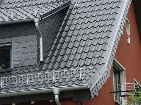 Was Kostet Eine Dachpfanne 1562 by Nachhaltige Dachsanierung Mit Metalldachpfannen