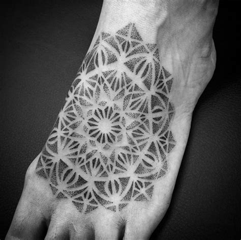 45 most awe inspiring dotwork tattoo designs tattooblend