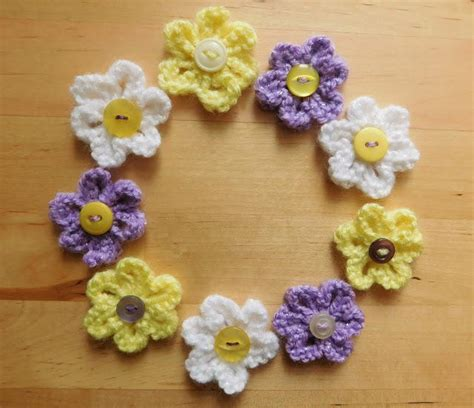 pattern knitted flowers easy daisy knit flower pattern allfreeknitting com