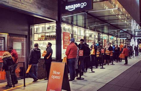 amazon queue les clients font la queue devant le magasin 171 sans file