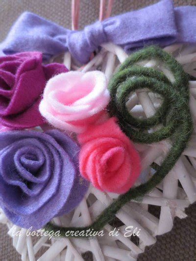 fiori di panno lenci cuore bianco in midollino con fiori in panno lenci per