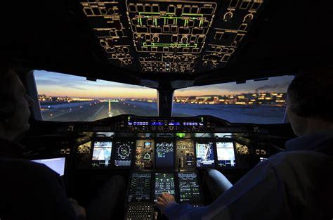 cabina di pilotaggio airbus a380 airbus pensiona l aereo pi 249 grande mondo startupitalia