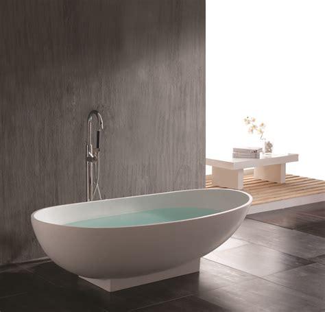 pendelleuchte für badezimmer freistehend idee badewannen