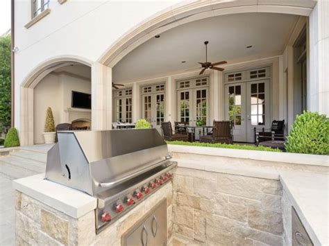 troy aikman house troy aikman sells highland residence moves to stunning tatum brown built beauty on