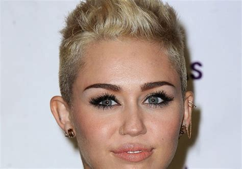 27 Fancy Short Hairstyles For Women With Round Faces