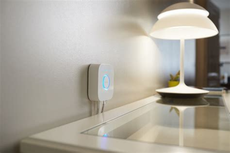 philips hue smart light bulbs philips hue smart lights can be commanded via siri homecrux