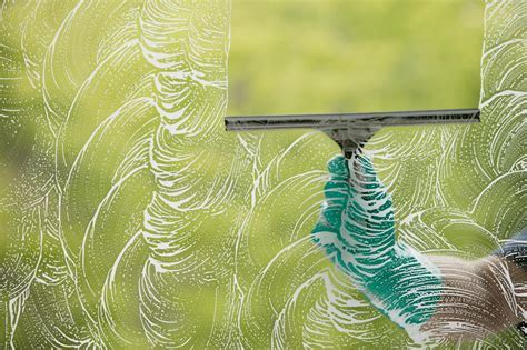 How to Clean Windows Like a Pro   DIY