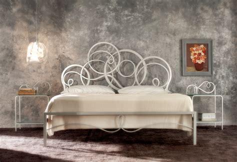 letti a in metallo letto matrimoniale in metallo azzura by cosatto