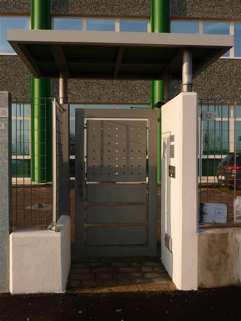 ingresso pedonale capannoni metallici costruzioni in ferro steeldel brescia