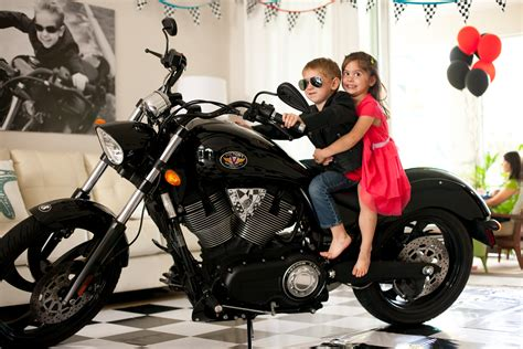 Motorrad Für Kinder Ab 12 Jahre by Ab Wann Darf Kinder Auf Dem Moped Oder Motorrad Mitnehmen