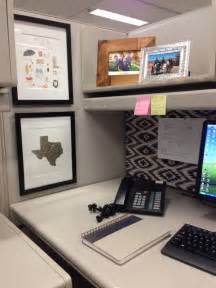 Decorating Desk Ideas Cubicle Decor Desk Accessories Decorating The Office Cubicles Office Spaces