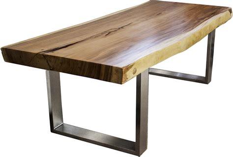 massivholztisch aus einem baumstamm mit gestell aus