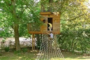 cabanne jardin enfant cabane en bois dans les arbres recherche cabanes recherche et