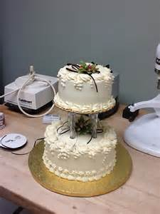 Style has collected small wedding cakes for the special occassion