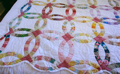 How To Make A Wedding Ring Quilt by Pink And White Wedding Ring Quilt Herkentucky