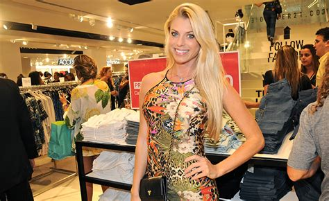 Forever 21 Copies A Bitten Copy Of Corinna by Forever 21 Inaugura Flagship Em S 227 O Paulo Vem Ver
