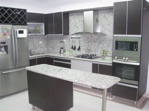 cocina integral enchapada en formica color wengue