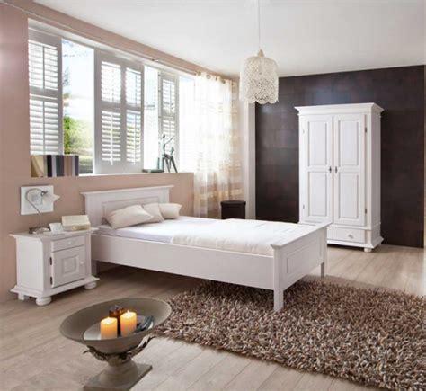 weißes 140x200 bett wohnzimmer einrichten farben