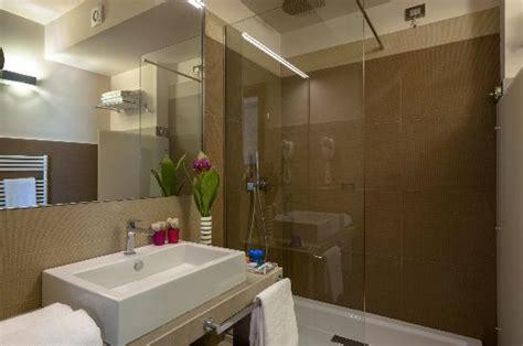 particolari dei bagni foto di le dune suite hotel porto