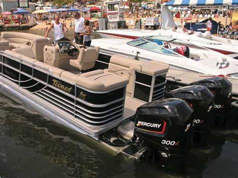 ski boat vs tritoon boats engine and pontoons on pinterest