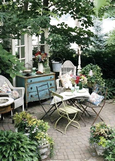 16 shabby chic garden designs with interior furniture