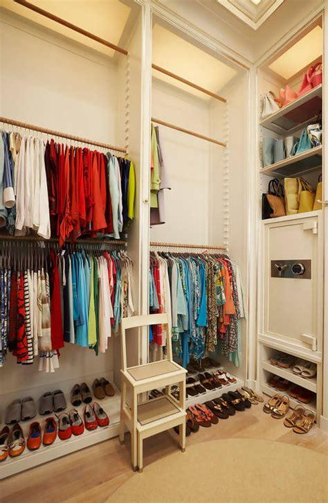 Jual Jaket Merk Wood mendesain dan menata rak baju dan sepatu di kamar sempit