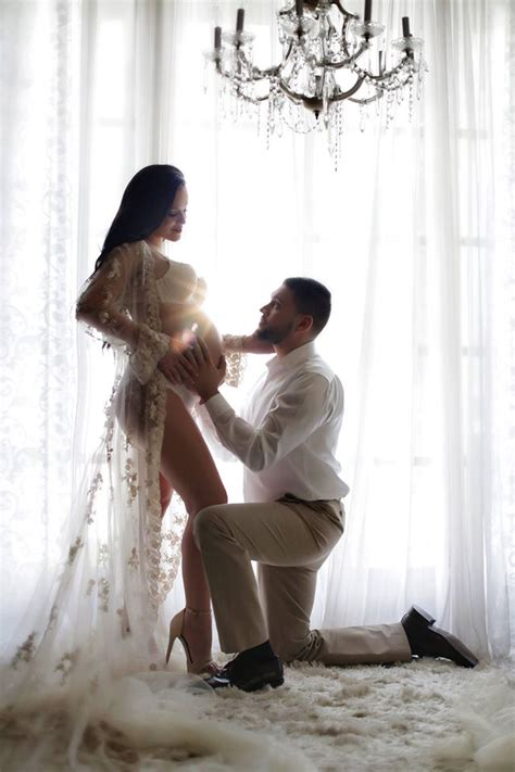 fotos blanco y negro embarazada ideas de sesion de fotos de embarazo con tu pareja 2