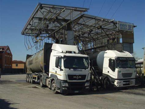 Lavaggi Interni - lavaggio cisterne adibite al trasporto di prodotti chimici