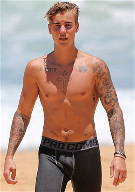 Justin Bieber Sighting On The Beach In Hawaii Male Celeb News